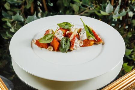 Салат из тыквы с инжиром и сыром рикотта