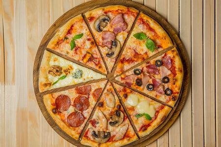 Пицца с беконом и грибами