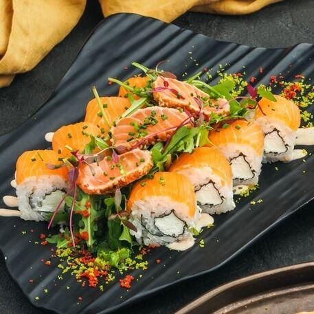 Ролл-салат Киото с татаки из лосося