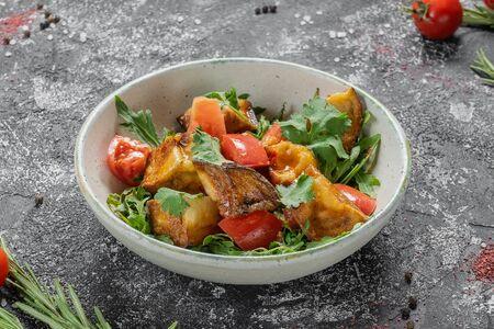 Острый салат с жареными баклажанами