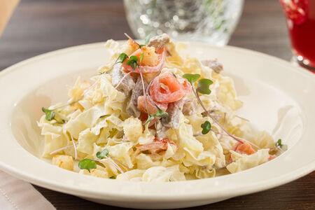 Салат с телятиной и пекинской капустой