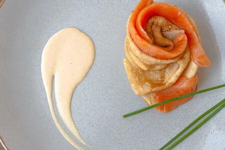 Блин с семгой и крем-сыром