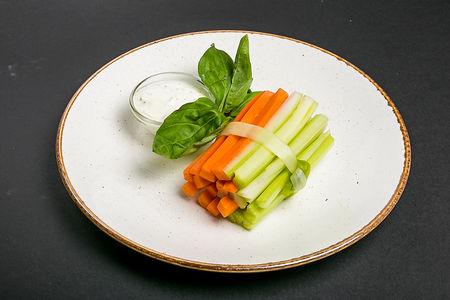 Хрустящие палочки из моркови и сельдерея