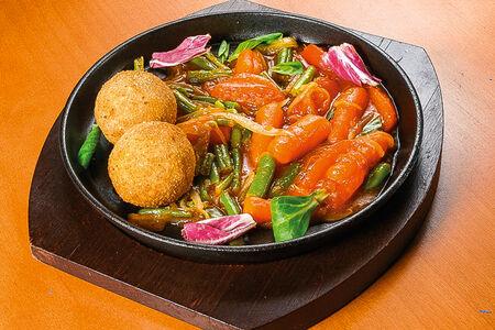 Мясные ёжики с овощами