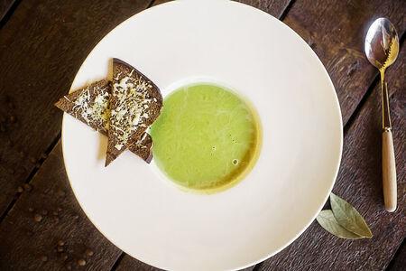 Сливочный крем-суп из зеленого горошка