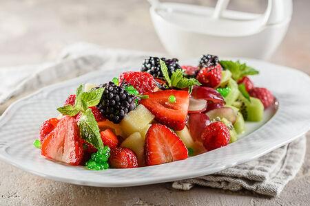 Салат из свежих ягод