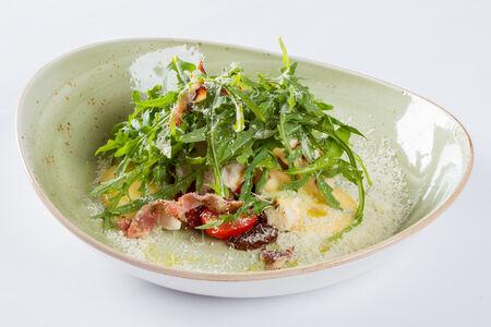 Салат с цыпленком и вялеными помидорами