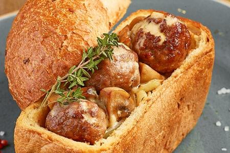 Жаркое из баранины в сметанно-грибном соусе