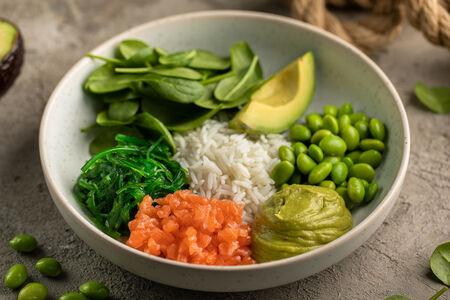 Салат Поке с лососем