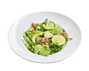 Зеленый салат с авокадо и кремом гуакомоле