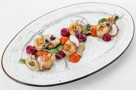 Морские гребешки с кремом из белых грибов