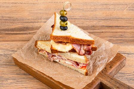 Горячий сэндвич с беконом
