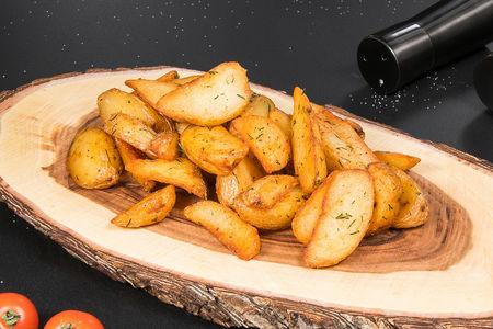 Картофель по-деревенски с сырным соусом