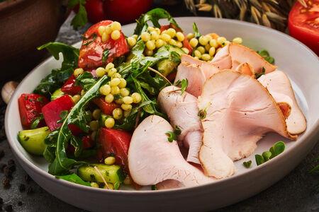Салат с подкопченным филе индейки