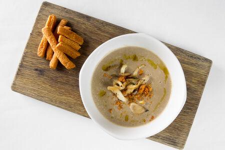 Крем-суп из грибов с сырным печеньем