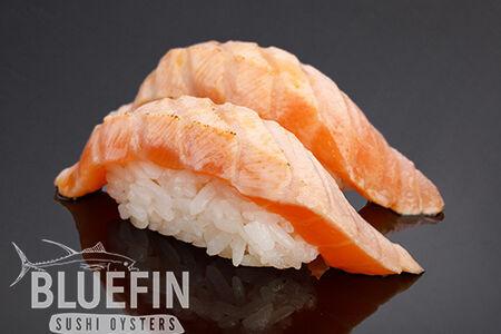 Обжаренный лосось с соусом юзу