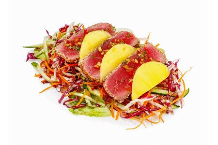 Салат Супер с манго и тунцом