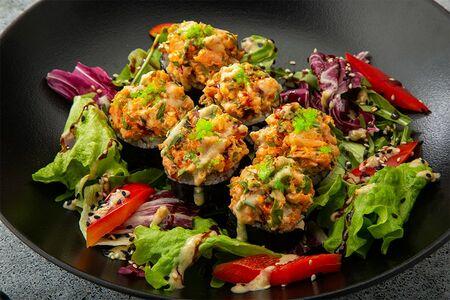 Ролл хрустящий кляр с креветкой и салатным миксом
