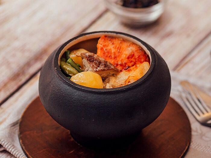 Семга и судак с белыми грибами, картофелем и фасолью