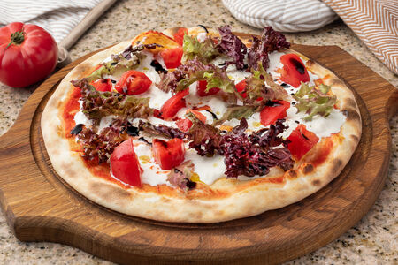 Пицца со страчателлой и трюфельным маслом