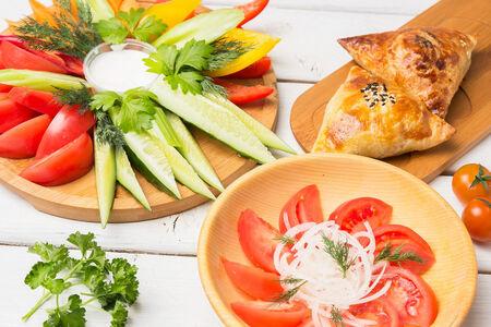Овощи микс, салат а-чичук и две самсы