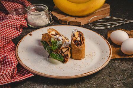 Блины с шоколадным кремом и бананом