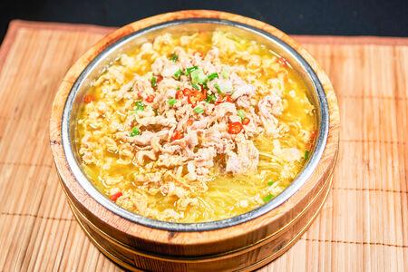 Острая баранина с рисовой лапшой