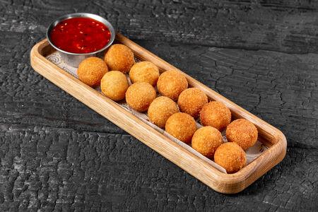 Острые сырные шарики с азиатским соусом