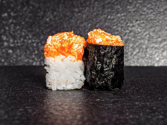 Суши тобико с лососем