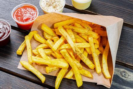 Картофель фри с соусом на выбор