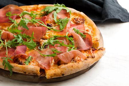 Пицца с вяленой говядиной