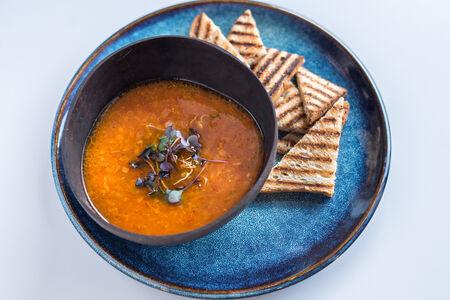 Томатный суп из красной чечевицы