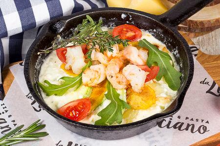 Сковородка с креветками и картофелем