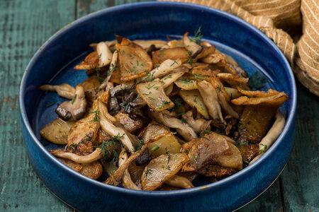 Жареный картофель с грибами и джонджоли