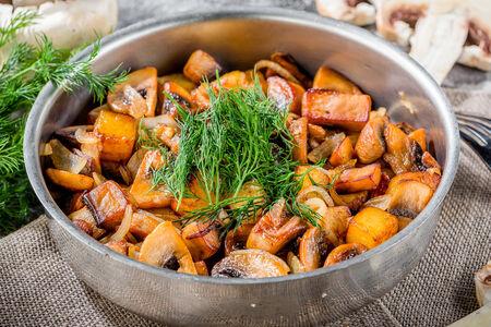 Грибы жареные с картофелем и луком