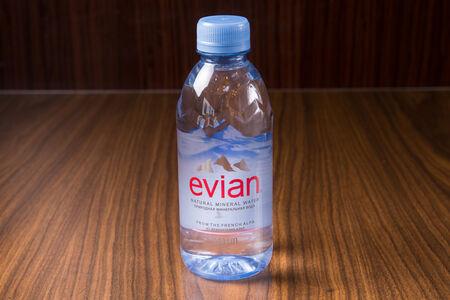 Вода минеральная Evian