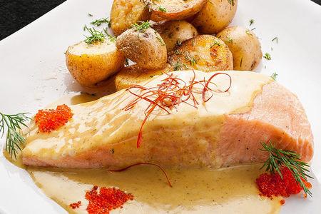 Филе семги на пару под сливочным соусом
