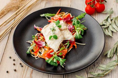 Филе судака на пару с овощным гарниром