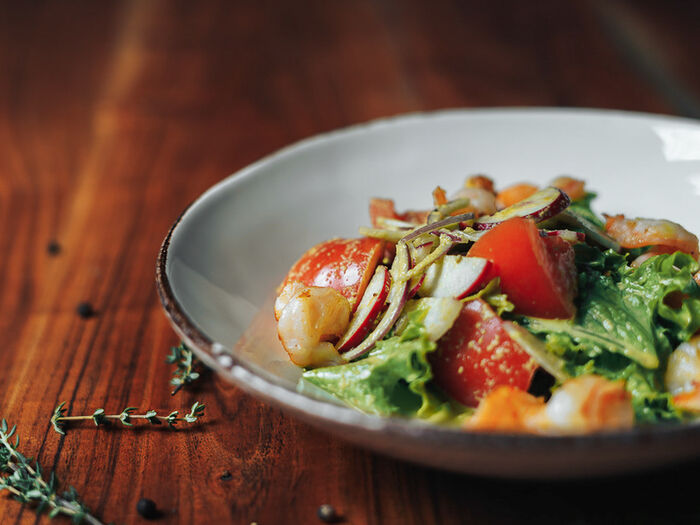 Салат с грилированными креветками