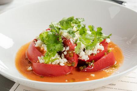 Салат из сладких томатов с брынзой