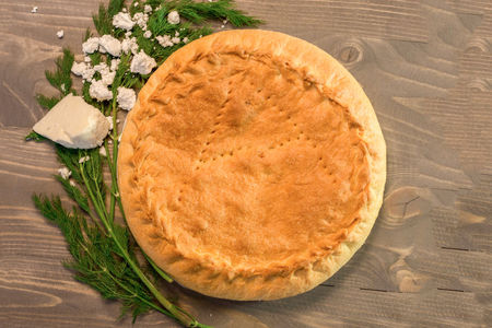 Пирог с брынзой, творогом и зеленью