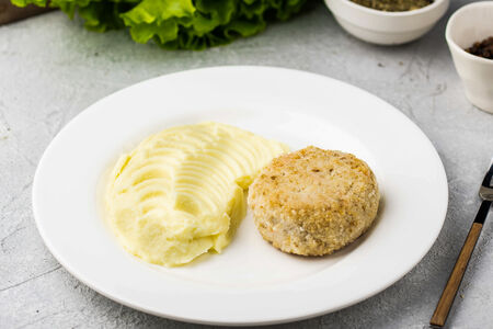 Биточки из щуки с картофелем