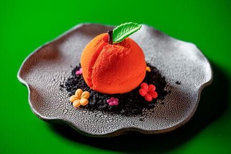 Персик из шоколадного мусса