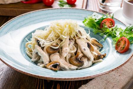 Паста Феттучини с мясом цыпленка и грибами