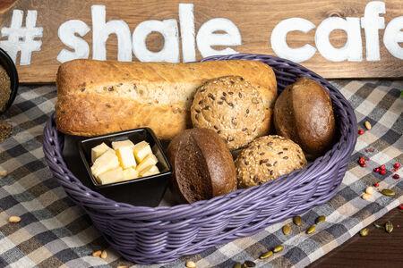 Хлебная корзинка с маслом