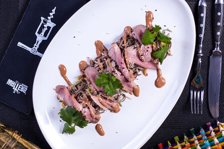 Паназиатский салат из утки