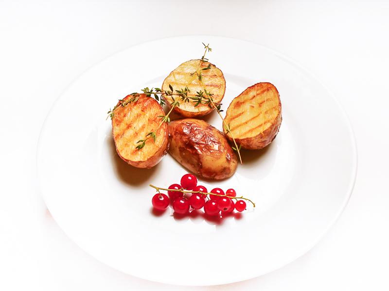 Молодой запеченный картофель