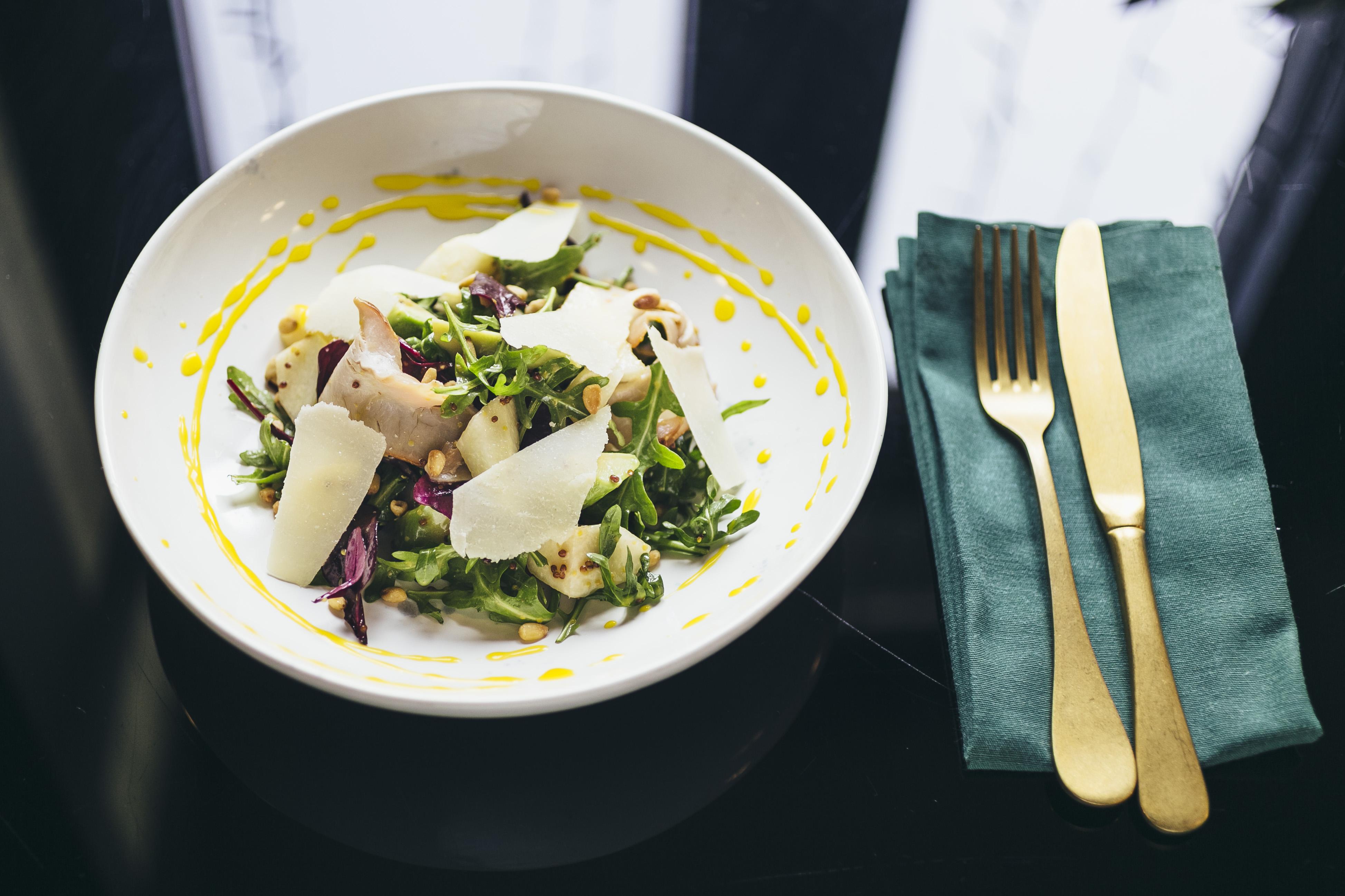 Салат с индейкой и грушей