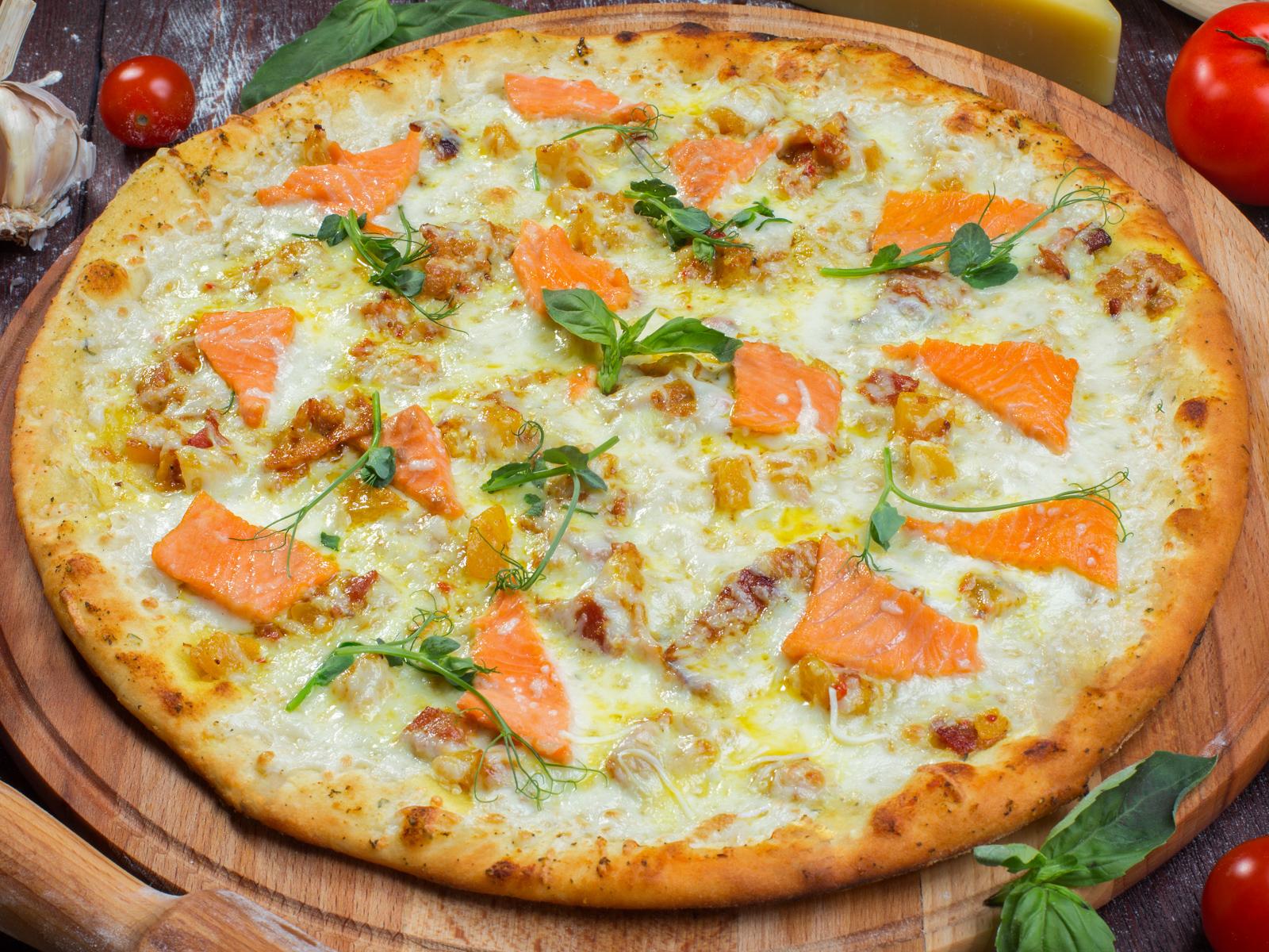 Пицца Острый лосось на толстом тесте