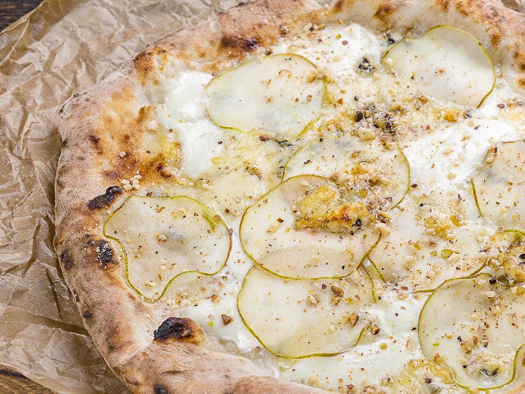 Пицца неаполитанская Горгонзола с грушей
